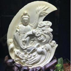 猛犸象牙 《骑龙观音》,又称龙头观音(辟支佛身)或 星夜降龙观音,是观音菩萨三十三应化身之一。