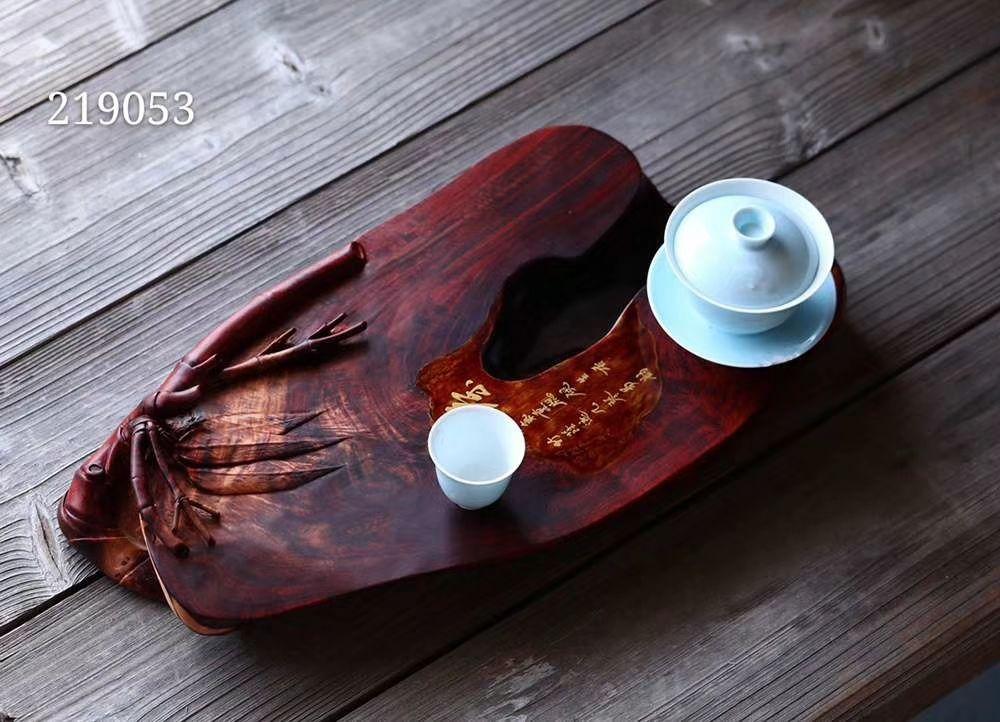 竹   干泡台 小叶紫檀整料手工雕刻干泡台,修饰以竹,君子上品,中部点缀大漆工艺,更增意趣。